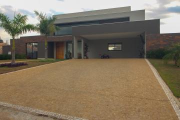 Marilia Residencial Vale Verde residencial Venda R$2.300.000,00 Condominio R$680,00 3 Dormitorios 4 Vagas Area do terreno 1250.00m2 Area construida 320.00m2